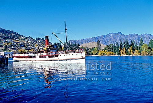 TSS Earnslaw - historic steamship on Lake Wakatipu, leaving at Queenstown. Since 1912. The Remarkables Mountains behind, Queenstown, Queenstown Lakes District, Otago Region, New Zealand (NZ) stock photo.