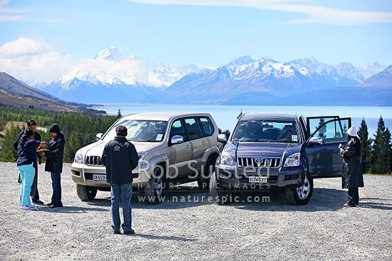 Tourist visitors and hire 4WD cars at Aoraki / Mount Cook and Lake Pukaki. Southern Alps, Aoraki / Mount Cook National Park, MacKenzie District, Canterbury Region, New Zealand (NZ) stock photo.